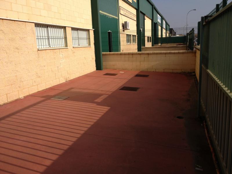 Patio delantero - Nave industrial en alquiler en Alcalá de Guadaira - 102021818