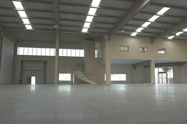 Nave industrial en alquiler en calle La Negrilla, Nervión en Sevilla - 125771708