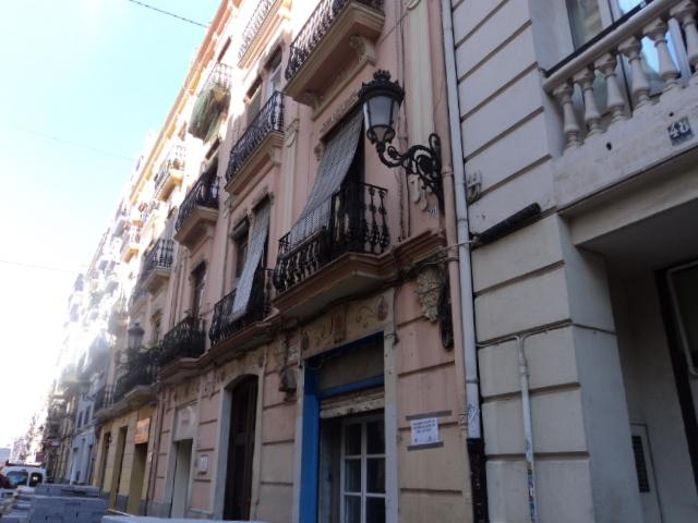 Bajo en alquiler en calle Denia, L´Eixample en Valencia - 121151147