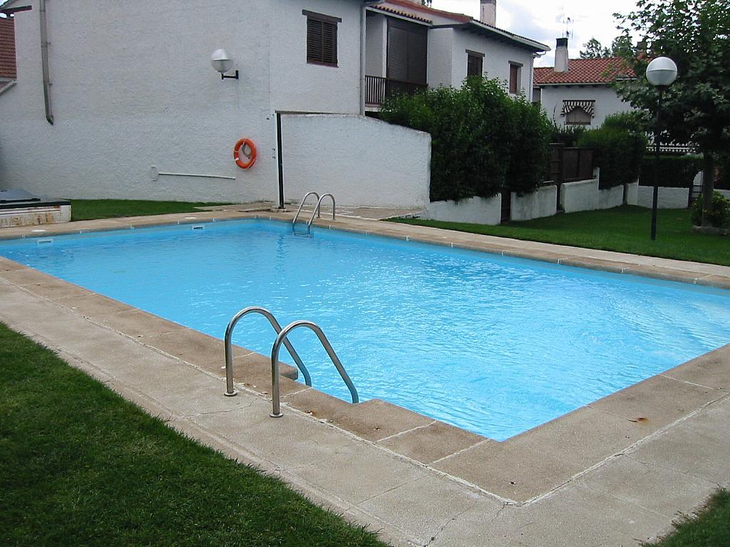 Piscina - Casa adosada en alquiler en calle Castaño, Soto del Real - 321208131