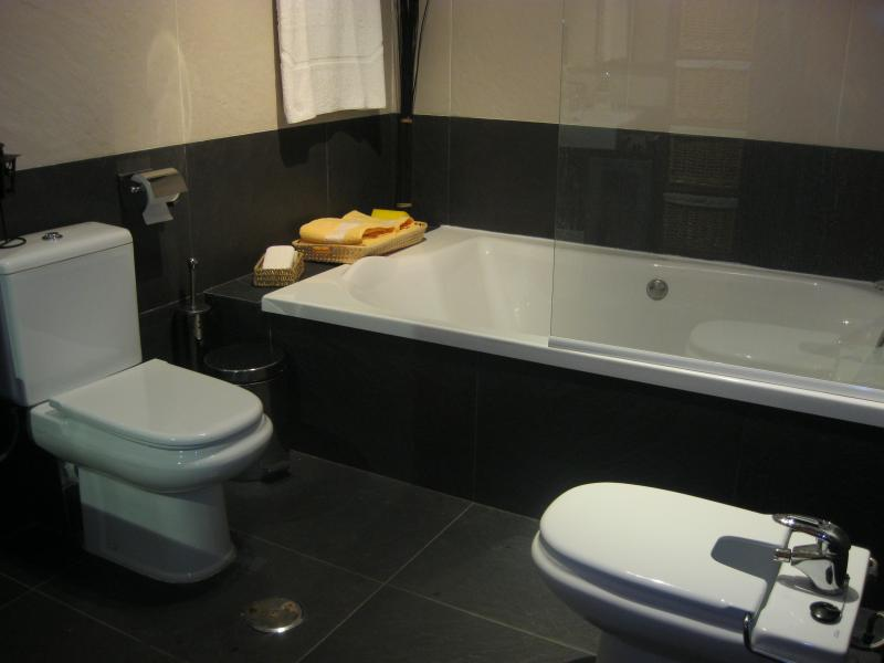 Baño - Casa rural en alquiler de temporada en calle Aquiles, Sacedón - 84869341