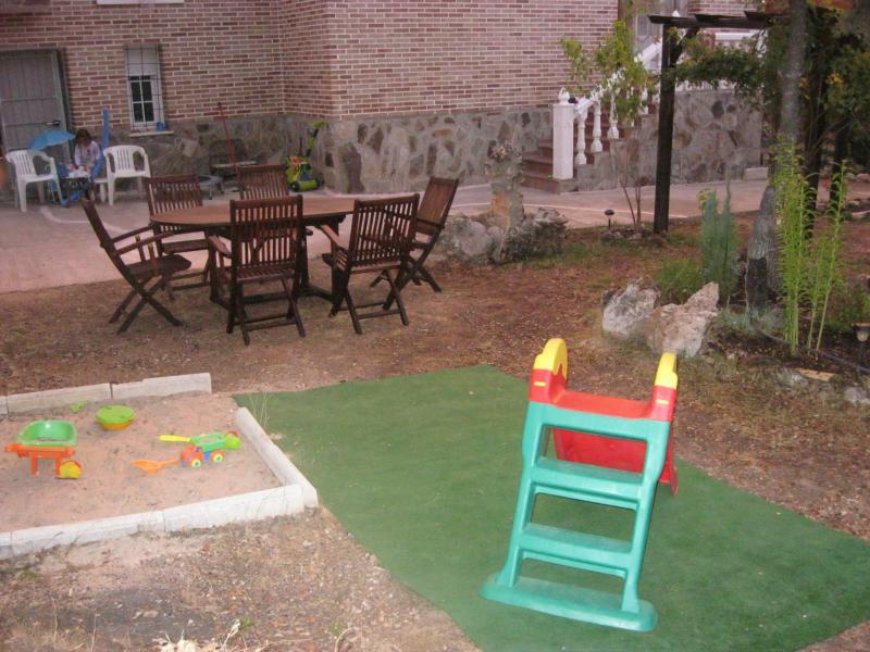 Jardín - Casa rural en alquiler de temporada en calle Aquiles, Sacedón - 84869509