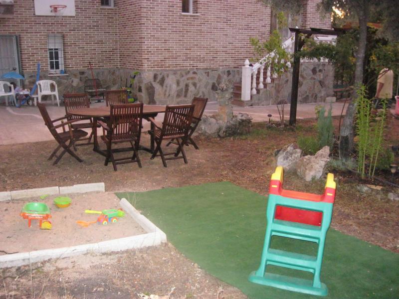 Jardín - Casa rural en alquiler de temporada en calle Aquiles, Sacedón - 84869512
