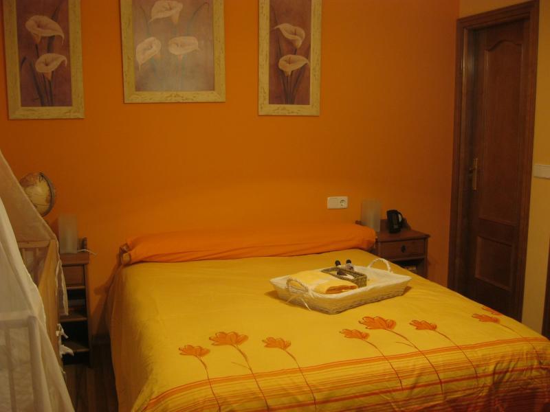 Dormitorio - Casa rural en alquiler de temporada en calle Aquiles, Sacedón - 84870315