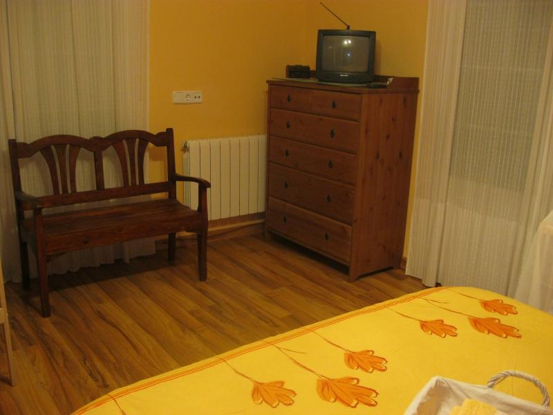 Dormitorio - Casa rural en alquiler de temporada en calle Aquiles, Sacedón - 84870354