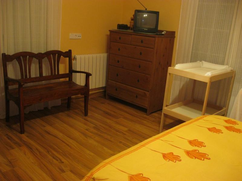 Dormitorio - Casa rural en alquiler de temporada en calle Aquiles, Sacedón - 84870363