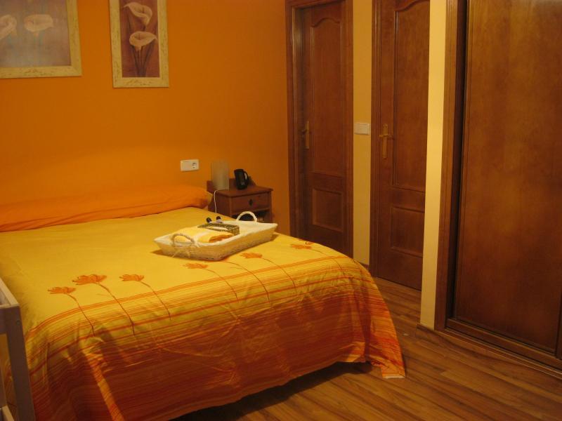 Dormitorio - Casa rural en alquiler de temporada en calle Aquiles, Sacedón - 84870367