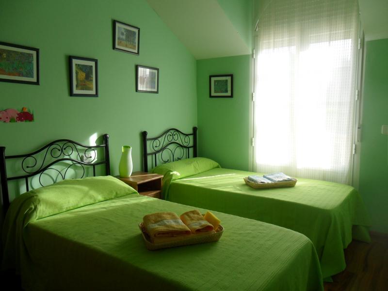 Dormitorio - Casa rural en alquiler de temporada en calle Aquiles, Sacedón - 84870379