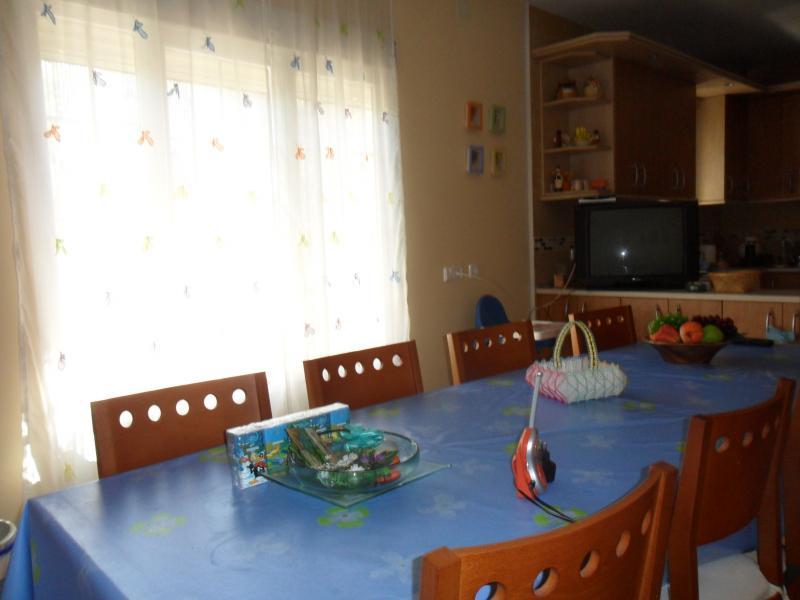 Cocina - Casa rural en alquiler de temporada en calle Aquiles, Sacedón - 84870409