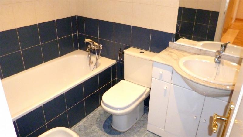 Baño - Dúplex en alquiler en calle Santa Fe, Zona Estación en Pozuelo de Alarcón - 112004034
