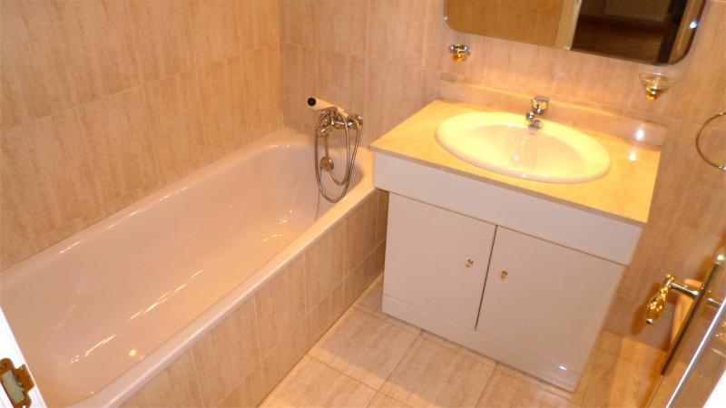 Baño - Dúplex en alquiler en calle Santa Fe, Zona Estación en Pozuelo de Alarcón - 112004035