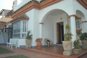 Chalet en alquiler en urbanización Los Gallos, El Lugar en Chiclana de la Frontera - 57010346