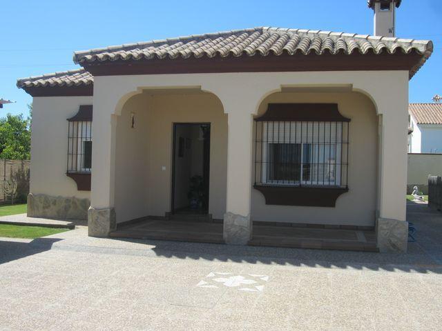 Chalet en alquiler en urbanización Las Quintas, La Barrosa en Chiclana de la Frontera - 117485812