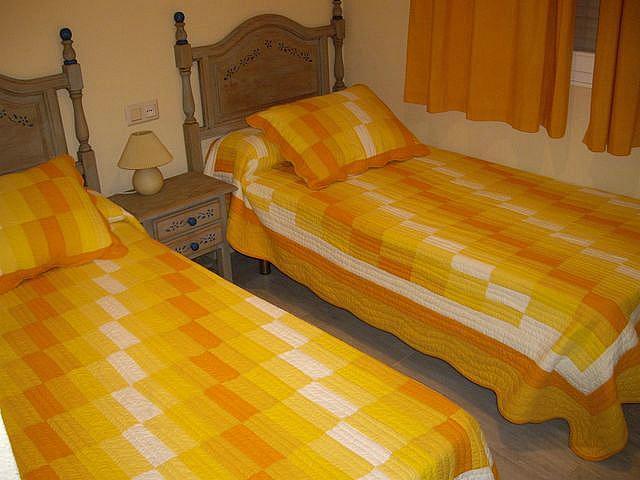 Apartamento en alquiler en calle Caracolillo, La Barrosa en Chiclana de la Frontera - 130045066