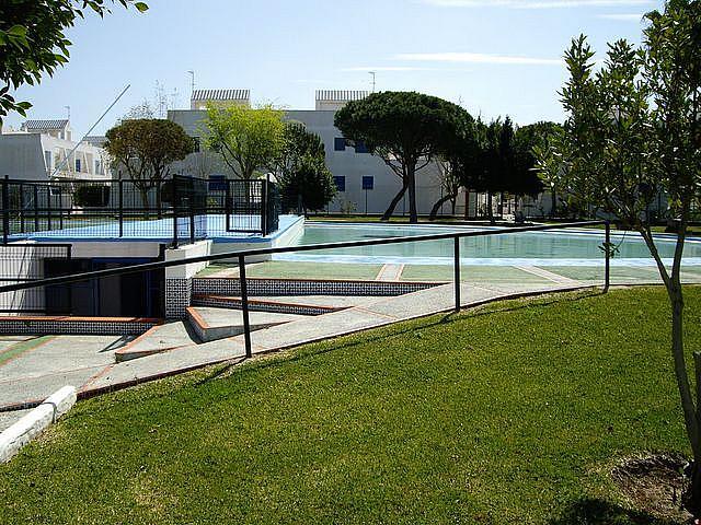 Apartamento en alquiler en calle Caracolillo, La Barrosa en Chiclana de la Frontera - 130045275