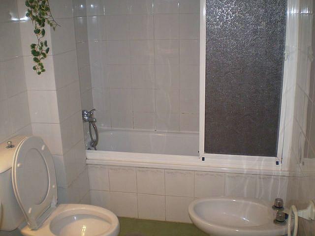 Baño - Apartamento en alquiler en calle La Barrosa, La Barrosa en Chiclana de la Frontera - 170860267
