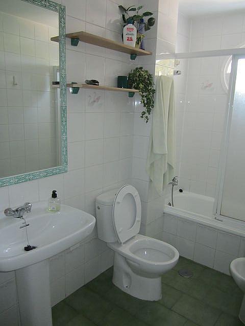 Baño - Apartamento en alquiler en calle La Barrosa, La Barrosa en Chiclana de la Frontera - 170860274