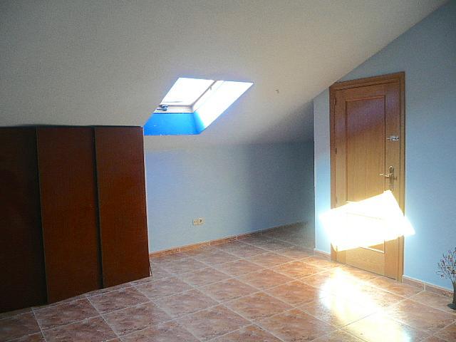 Buhardilla - Casa pareada en alquiler opción compra en calle Francisco Valiño, Valdemorillo - 217452730