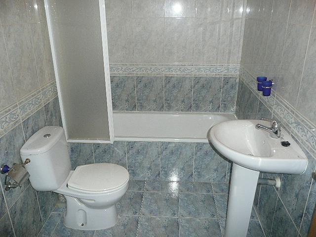 Baño - Casa pareada en alquiler opción compra en calle Francisco Valiño, Valdemorillo - 217452736