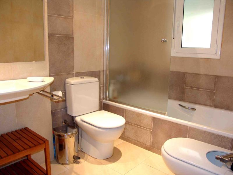 Baño - Apartamento en venta en calle Paseig de la Mar Mediterranea, Maritim en Cubelles - 117342086