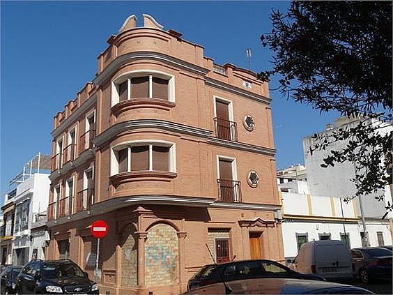 El edificio está formado por 2 plantas para oficina, 1 por planta y planta baja con local - Oficina en alquiler en calle Lopez de Legazpi, San José en Sevilla - 279759144