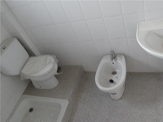 Dispone de baño completo - Oficina en alquiler en calle Lopez de Legazpi, San José en Sevilla - 279759162