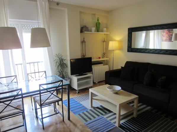 Salón - Apartamento en alquiler de temporada en calle Fuentes, Palacio en Madrid - 120675285