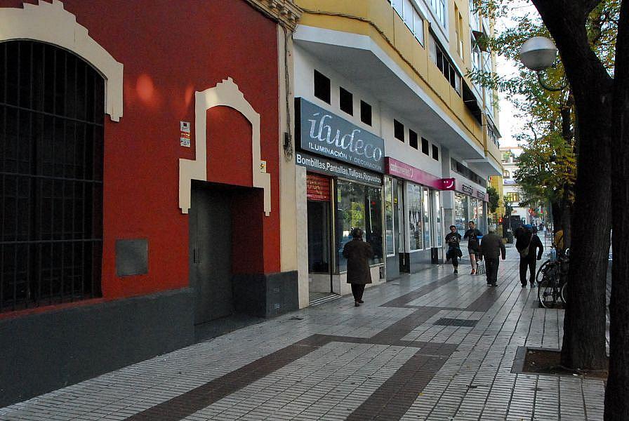 Foto - Local comercial en alquiler en calle Carmonapuerta Osarioamador de L, Macarena en Sevilla - 374366342