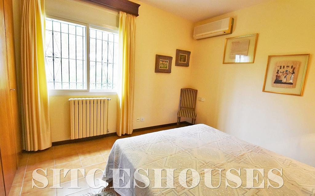 Dormitorio - Casa en alquiler en calle Avda Navarra, Terramar en Sitges - 322039633