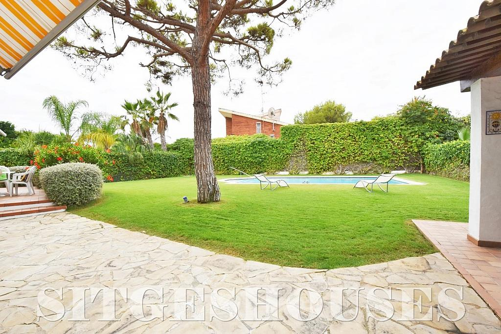 Jardín - Casa en venta en calle Avda Navarra, Terramar en Sitges - 322040464