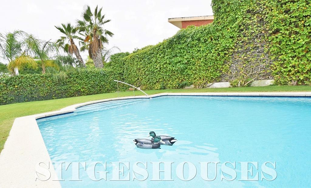 Piscina - Casa en venta en calle Avda Navarra, Terramar en Sitges - 322040467
