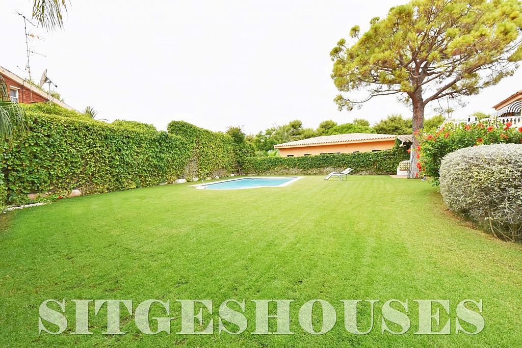 Jardín - Casa en venta en calle Avda Navarra, Terramar en Sitges - 322040772