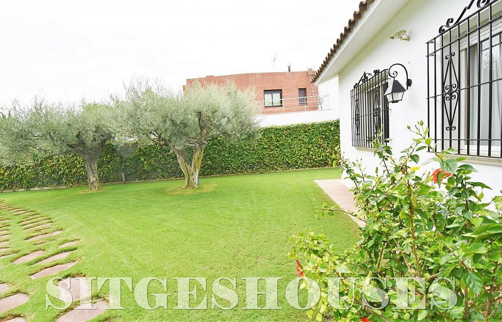 Jardín - Casa en venta en calle Avda Navarra, Terramar en Sitges - 322040781
