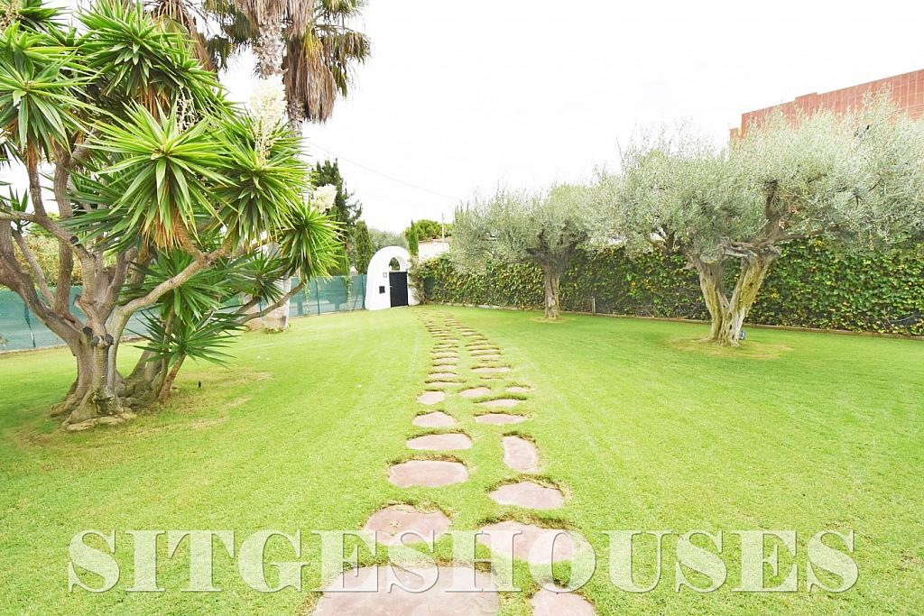 Jardín - Casa en venta en calle Avda Navarra, Terramar en Sitges - 322040782