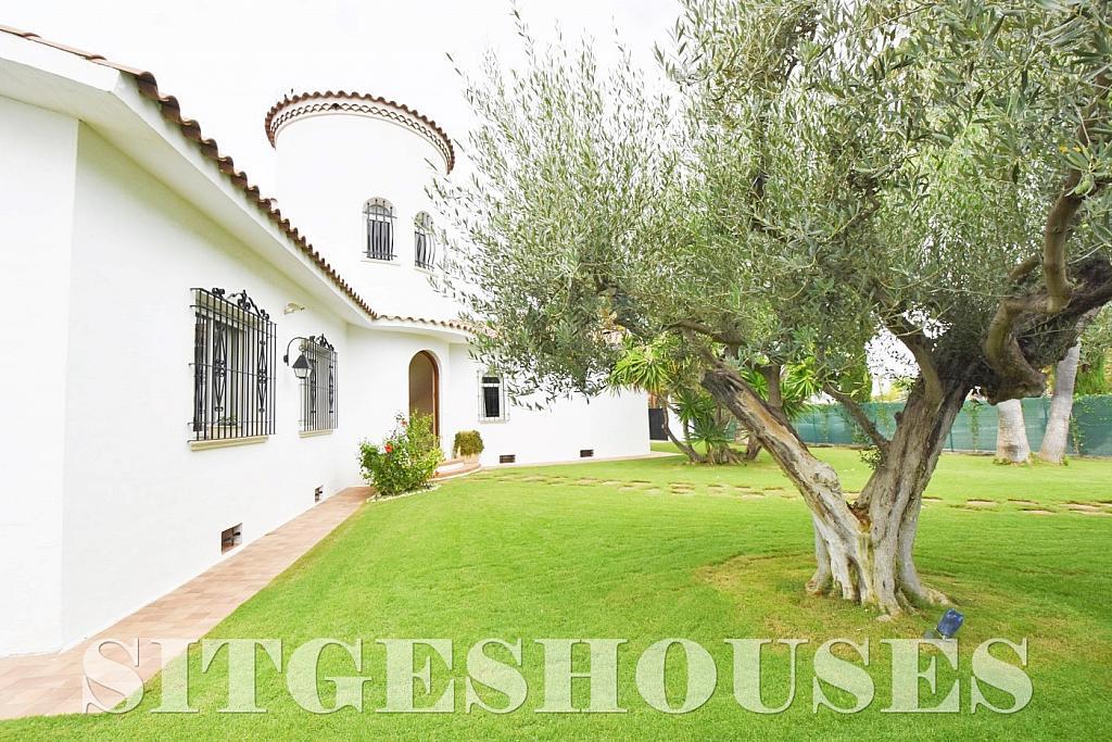 Jardín - Casa en venta en calle Avda Navarra, Terramar en Sitges - 322040785