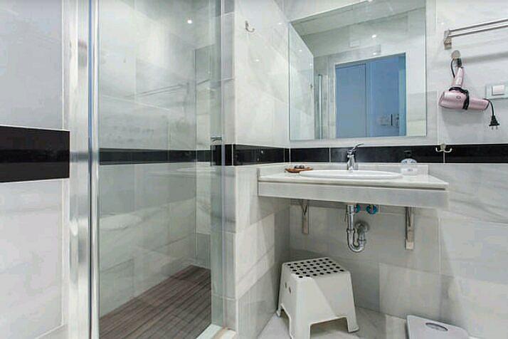 Baño - Estudio en alquiler de temporada en calle Abad Najera, Casco Antiguo - Santa Cruz en Alicante/Alacant - 321237778