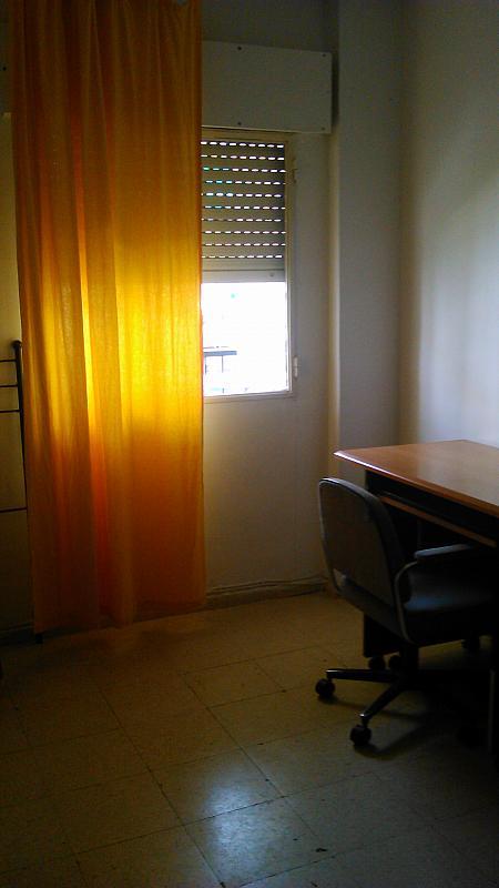 Dormitorio - Piso en alquiler en calle San Vicente de Paúl, Zona Ronda de Triana en Sevilla - 304359597