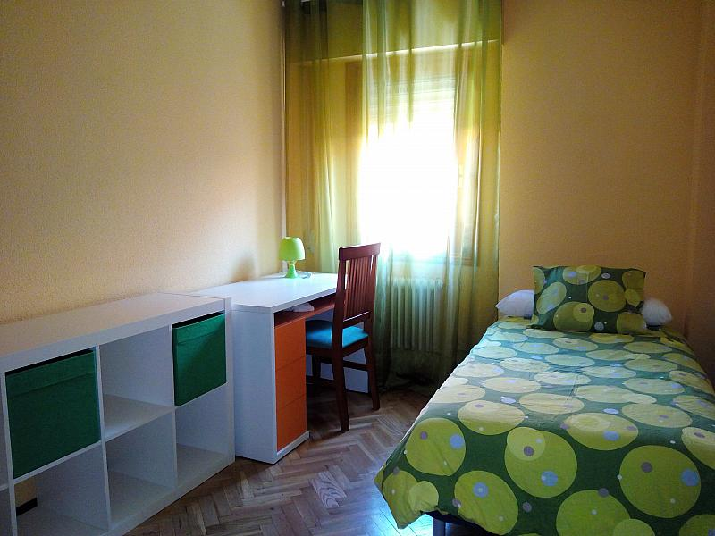 Dormitorio - Piso a compartir en paseo De Los Curas, Casco Histórico en Alcalá de Henares - 239794548