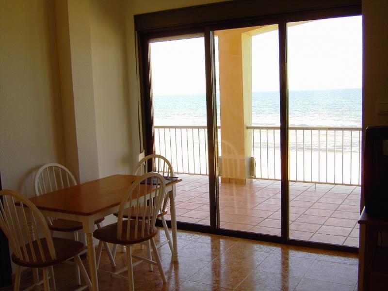 Salón - Apartamento en alquiler en calle Virgen del Mar, Oliva - 96689339