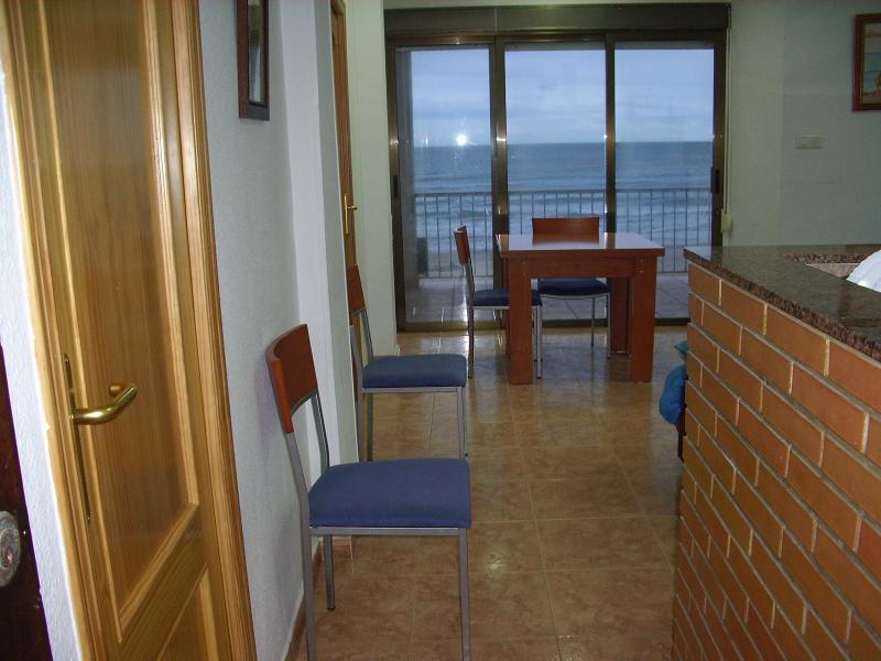 Pasillo - Apartamento en alquiler en calle Virgen del Mar, Oliva - 96689356