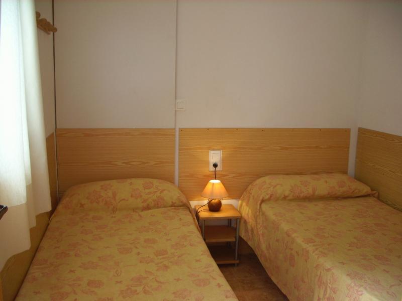 Dormitorio - Apartamento en alquiler en calle Virgen del Mar, Oliva - 96689409