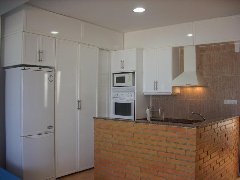 Cocina - Apartamento en alquiler en calle Virgen del Mar, Oliva - 96689457