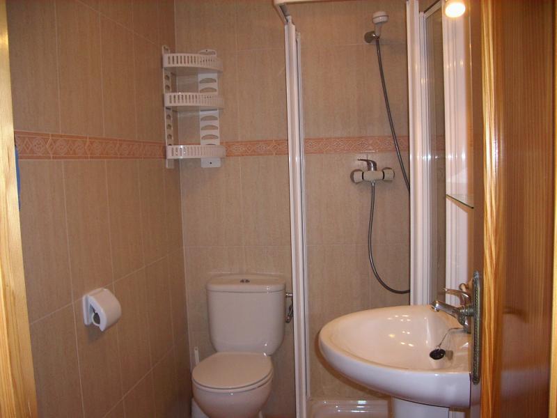 Baño - Apartamento en alquiler en calle Virgen del Mar, Oliva - 96689478