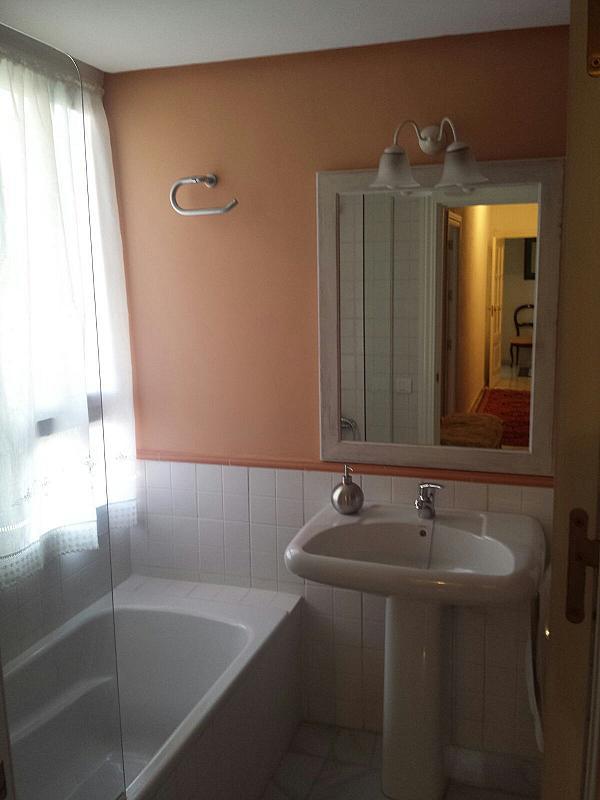 Baño - Piso en alquiler en calle Eduardo Dato, Nervión en Sevilla - 331823555