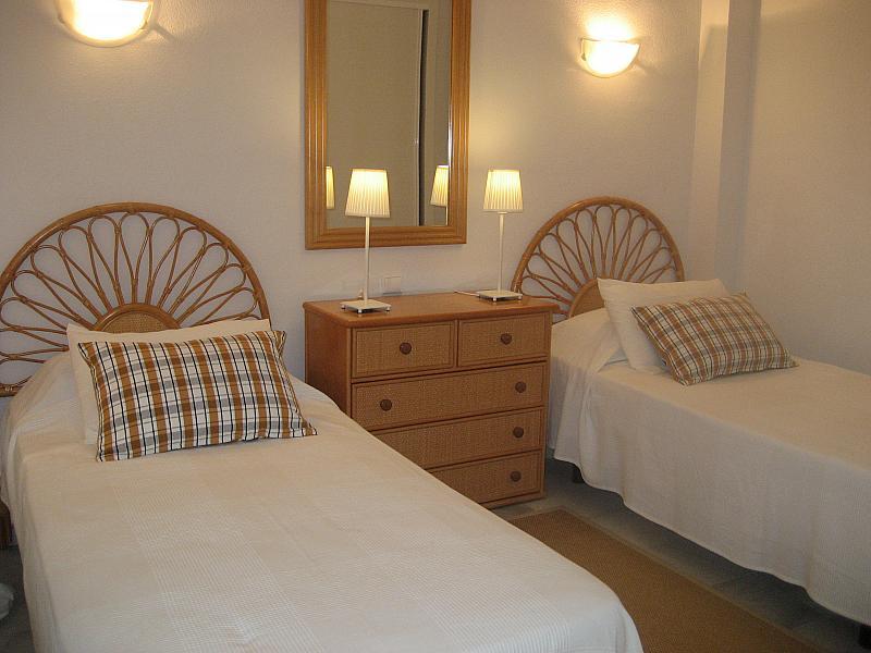 Dormitorio - Apartamento en alquiler de temporada en urbanización Conjunto Amatista, Divina Pastora en Marbella - 134340057