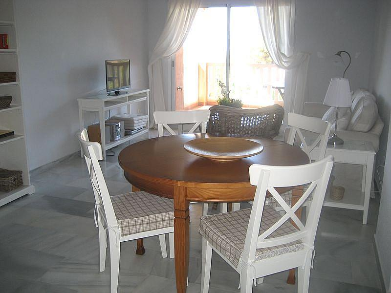 Comedor - Apartamento en alquiler de temporada en urbanización Conjunto Amatista, Divina Pastora en Marbella - 173094900