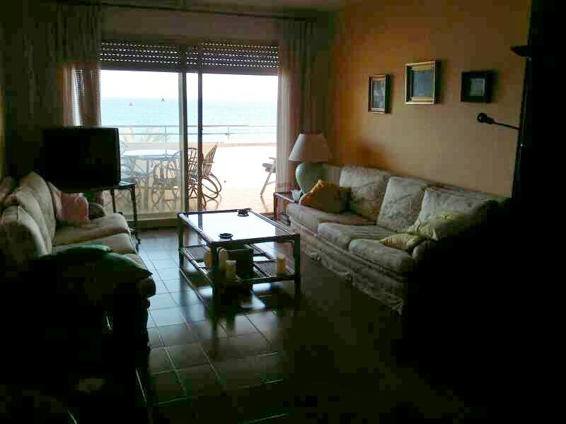 Salón - Piso en alquiler de temporada en calle Joan Salvat Papasseit, Mas Mel en Calafell - 119150259