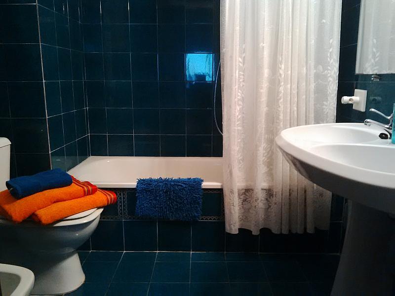 Baño - Piso en alquiler de temporada en calle Joan Salvat Papasseit, Mas Mel en Calafell - 133764186