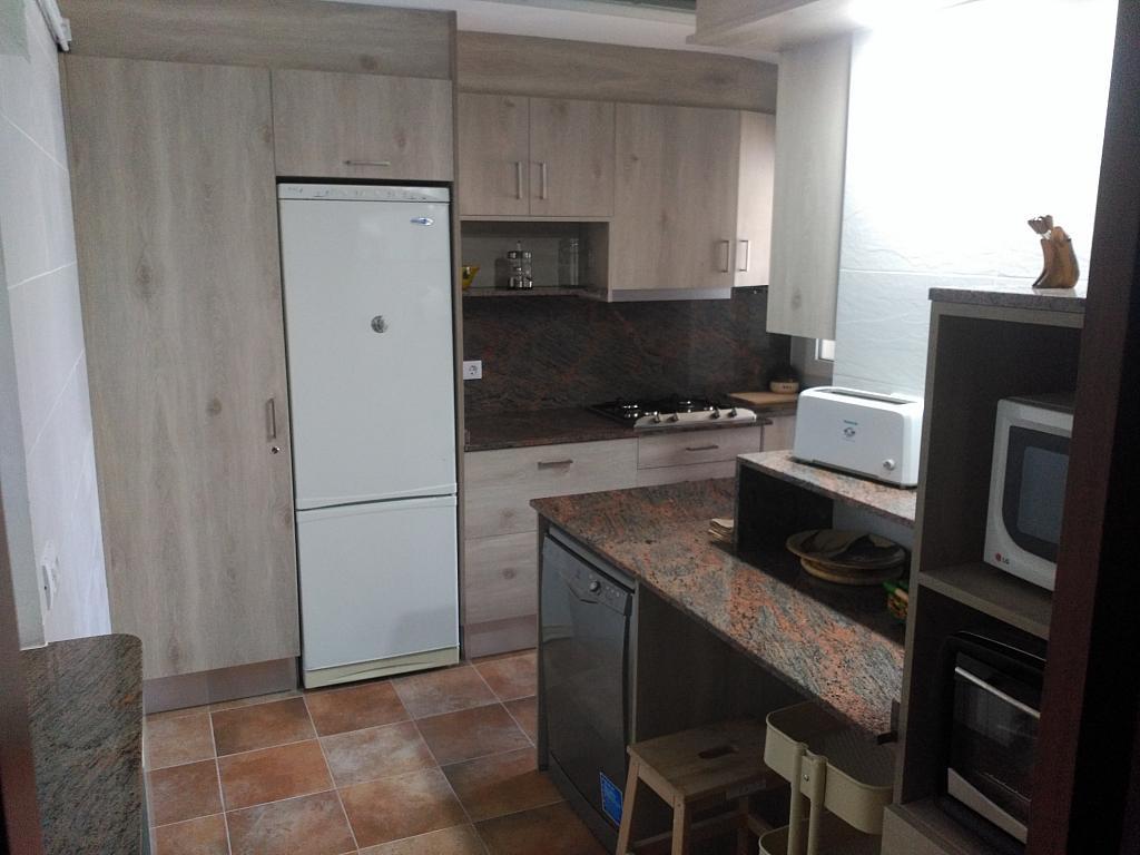 Cocina - Piso en alquiler de temporada en calle Joan Salvat Papasseit, Mas Mel en Calafell - 311813214