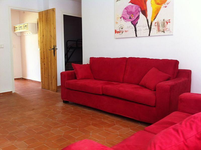 Salón - Apartamento en alquiler de temporada en edificio Riaño, Alcalá de la Selva - 134348285